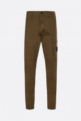 STONE ISLAND: pantalone cargo in cotone stretch con badge logo Colore Marrone