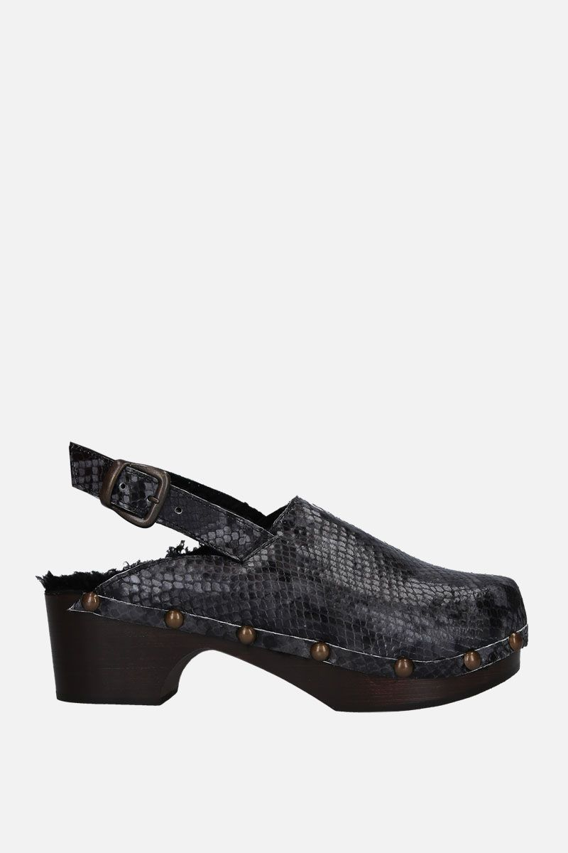 AVEC MODERATION: Ruka clogs in python embossed leather Color Grey_1