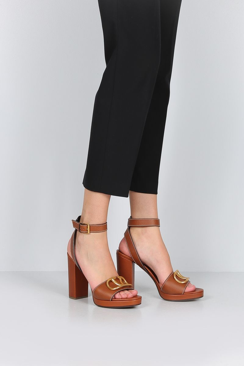 VALENTINO GARAVANI: VLOGO platform sandals in grainy leather Color Brown_2
