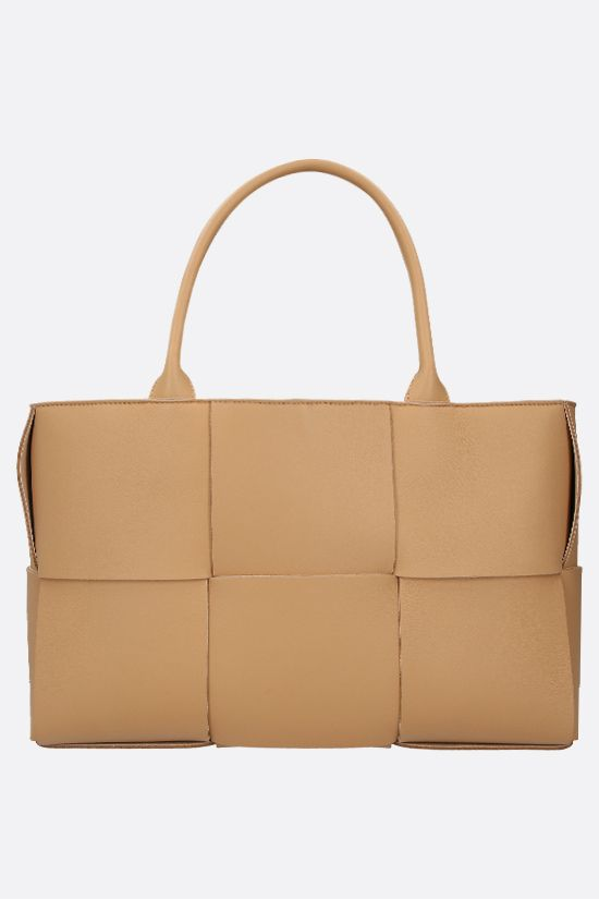 BOTTEGA VENETA: Arco tote bag in Maxi Intrecciato nappa Color Neutral_1