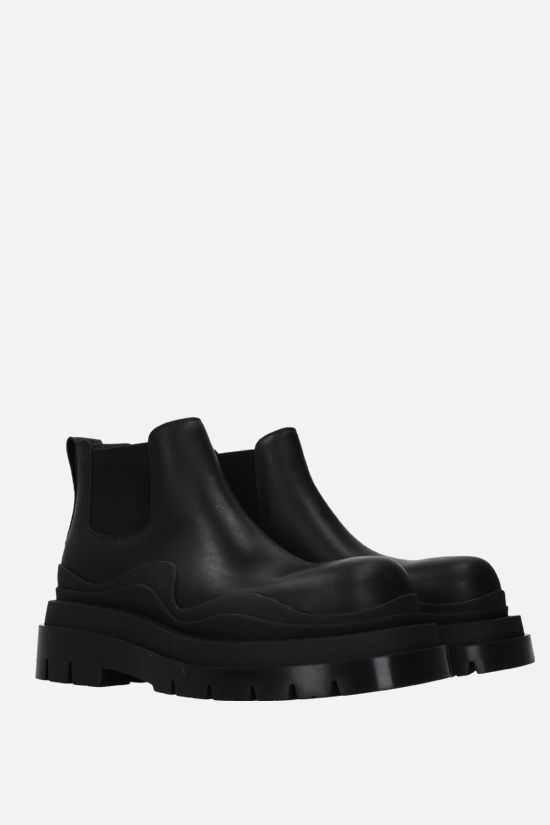 BOTTEGA VENETA: BV Tire smooth leather chelsea boots Color Black_2