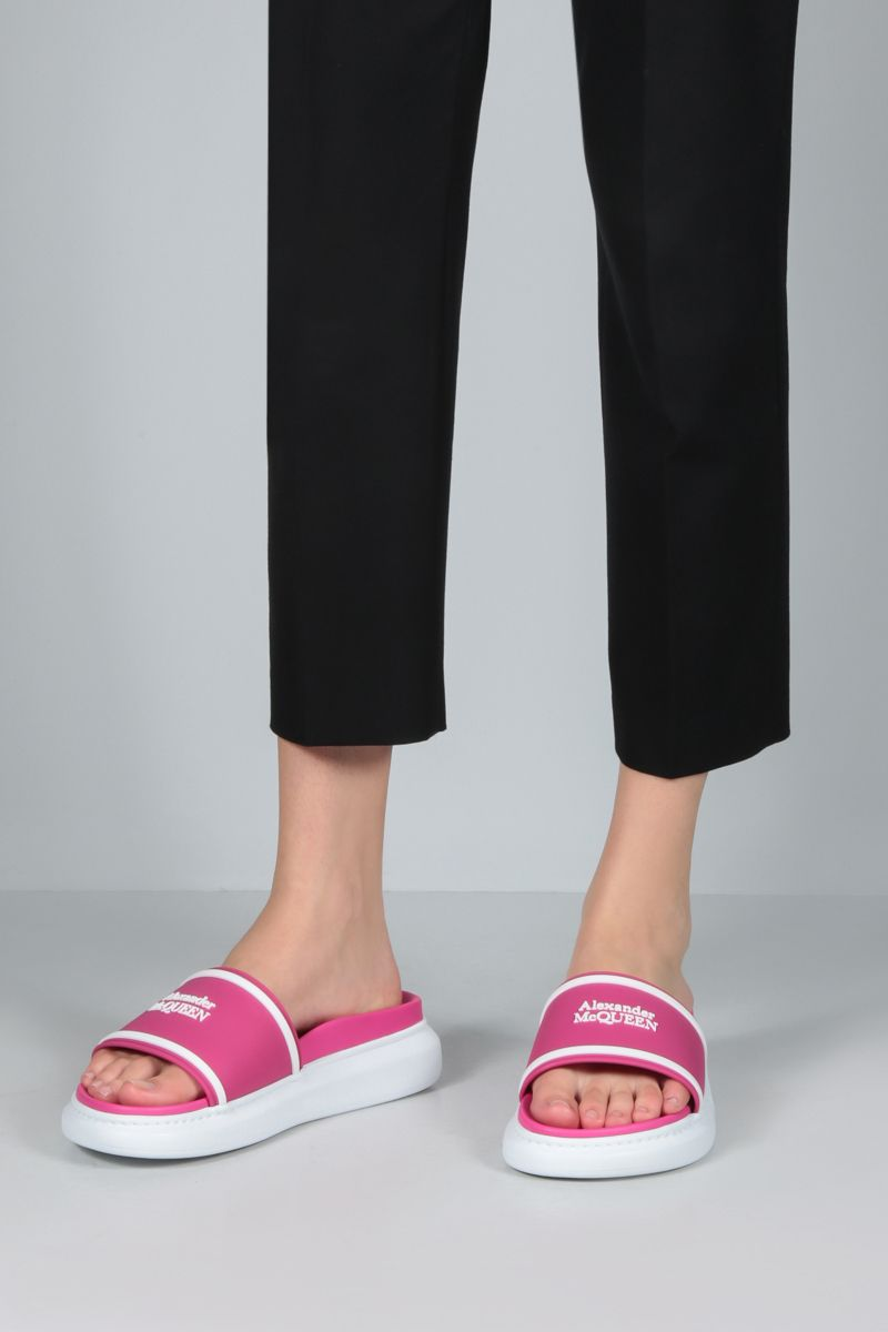 ALEXANDER McQUEEN: logo-detailed rubber slide sandals Color Pink_2