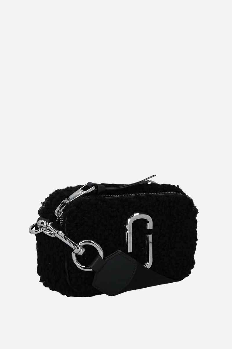 MARC JACOBS: Snapshot Teddy small faux shearling camera bag Color Black_2