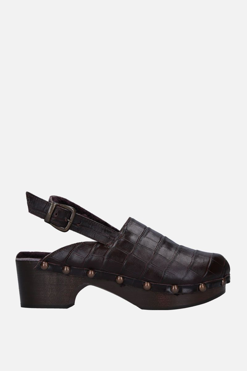 AVEC MODERATION: Ruka clogs in crocodile embossed leather Color Brown_1