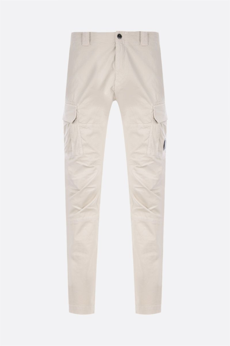 CP COMPANY: logo-detailed cargo pants in Stretch Sateen_1