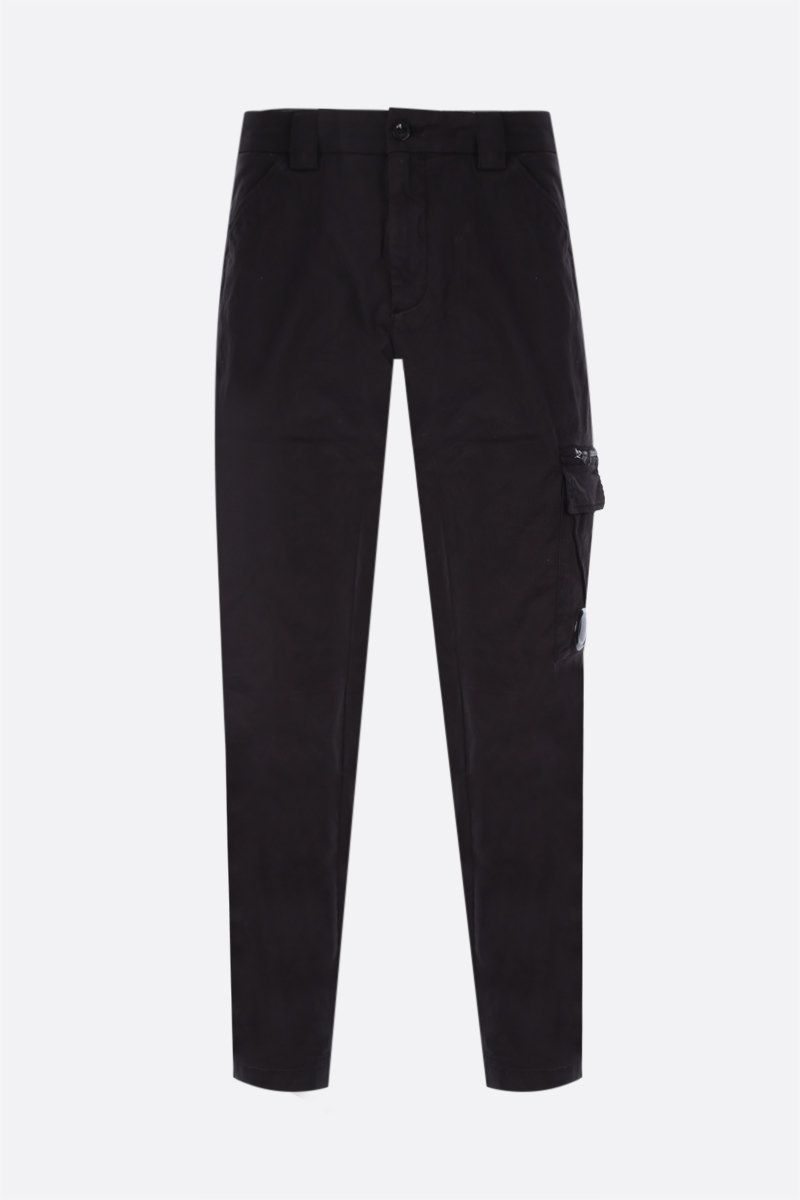 CP COMPANY: logo-detailed cargo pants in Stretch Sateen Color Black_1