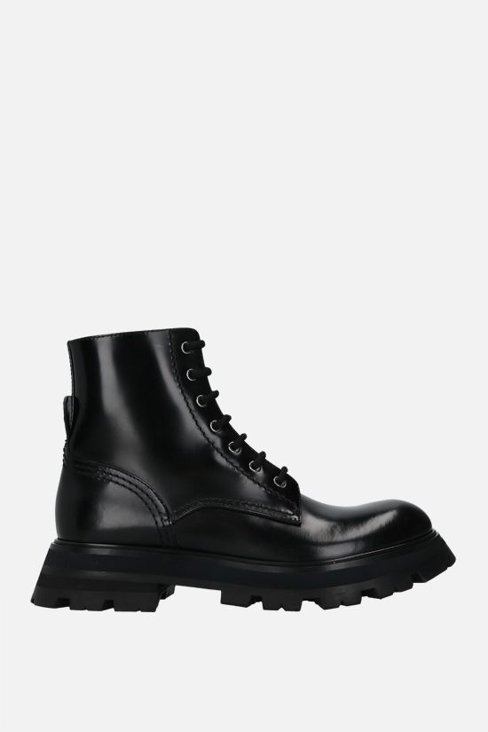 ALEXANDER McQUEEN: Wander brushed leather combat boots Color Black_1
