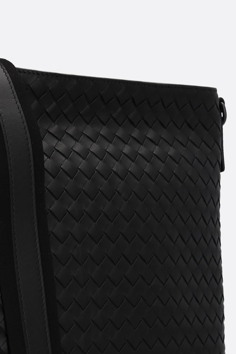 BOTTEGA VENETA: large messenger bag in Intrecciato Color Black_4