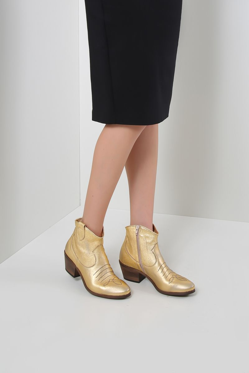 JE T'AIME: laminated leather western boots Color Gold_2
