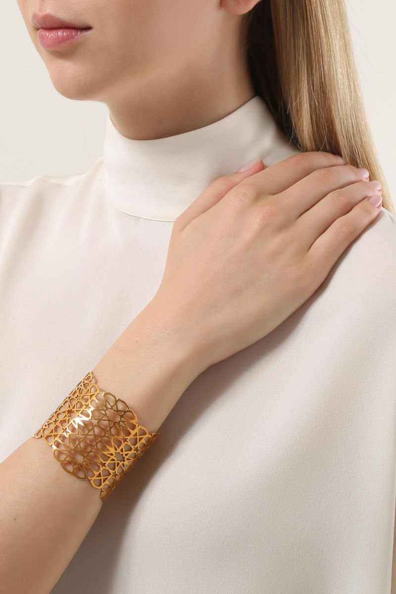 PIPPA SMALL: Floraans cuff bracelet in gold vermeil Color Gold_2
