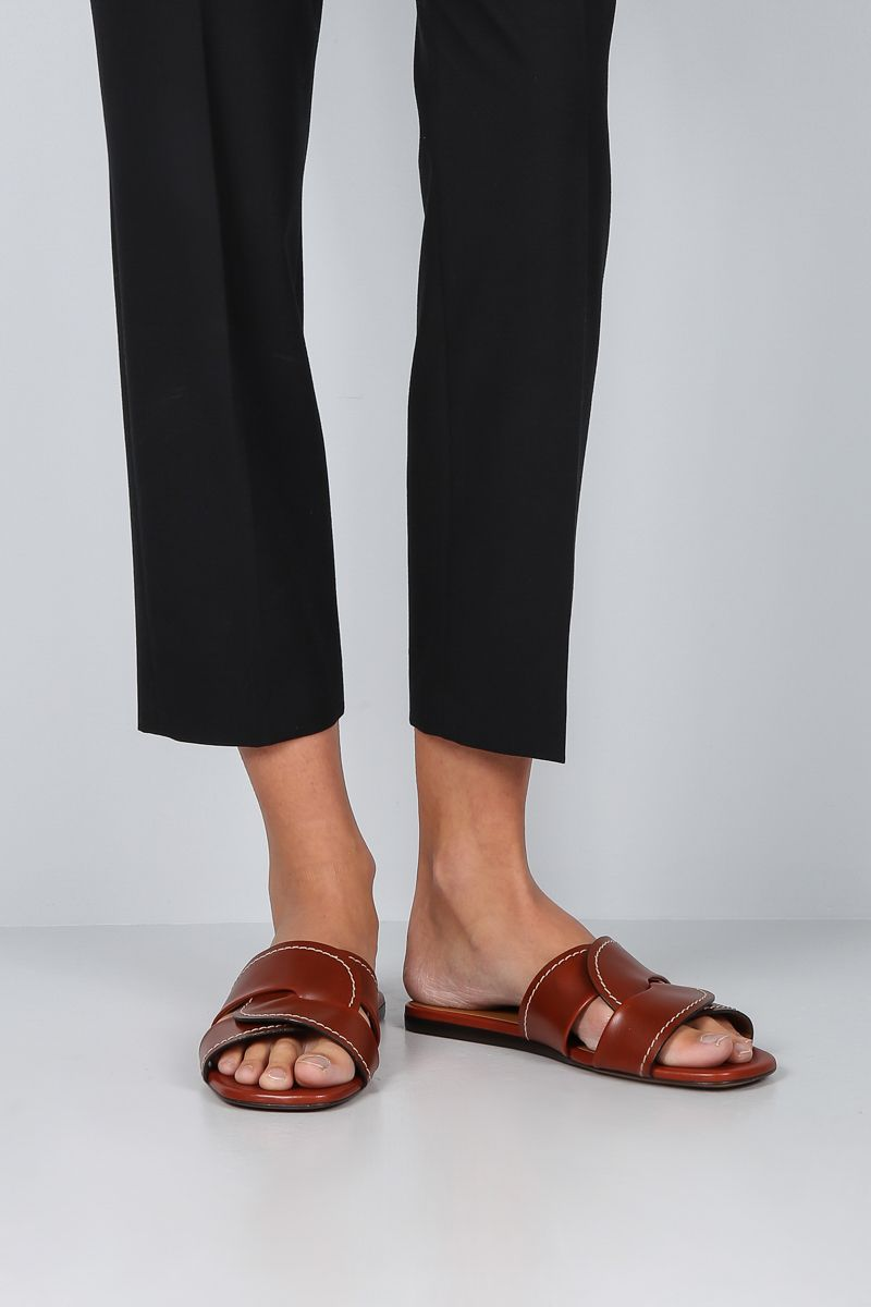 CHLOÈ: Candice slide sandals in shiny leather Color Brown_2