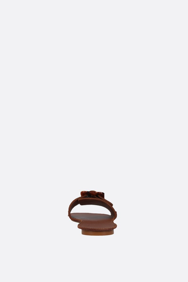DEFINERY: The Loop slide sandals in smooth leather Color Neutral_3