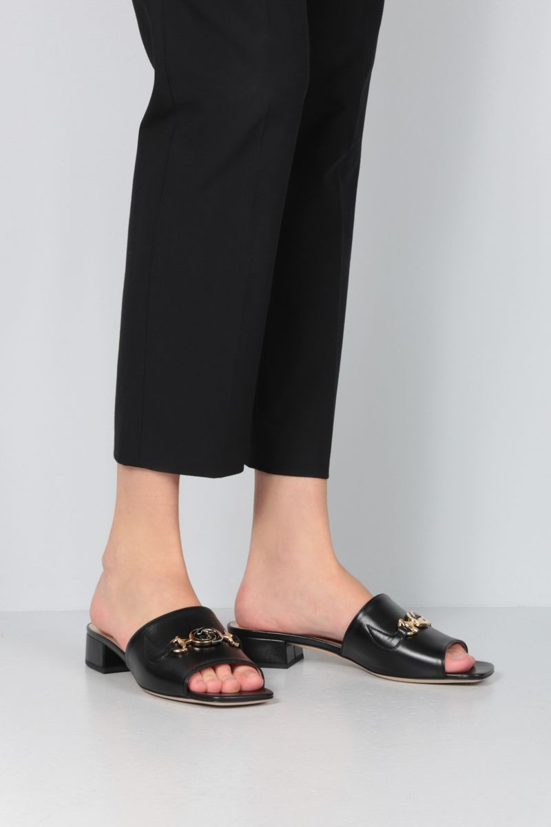 GUCCI: Gucci Zumi slide sandals in smooth leather Color Black_2