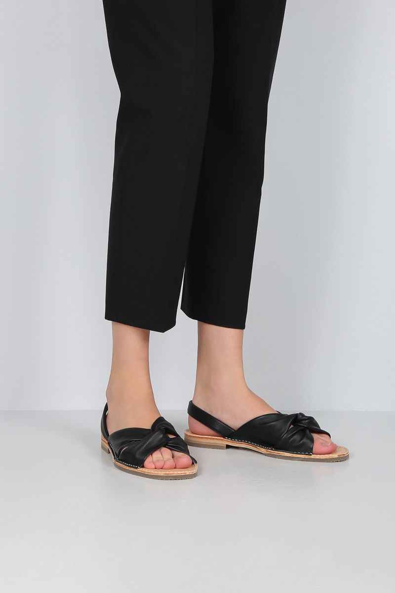 HEREU: Addaia smooth leather flat sandals Color Black_2