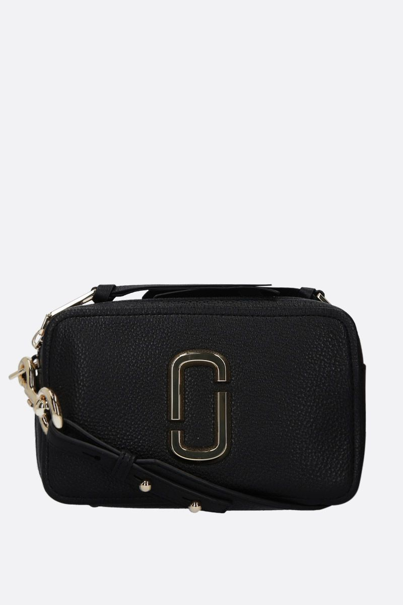 MARC JACOBS: The Softshot 21 crossbody bag in grainy leather Color Black_1