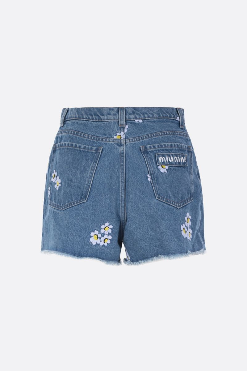 MIU MIU: shorts in denim con ricamo floreale Colore Blu_2
