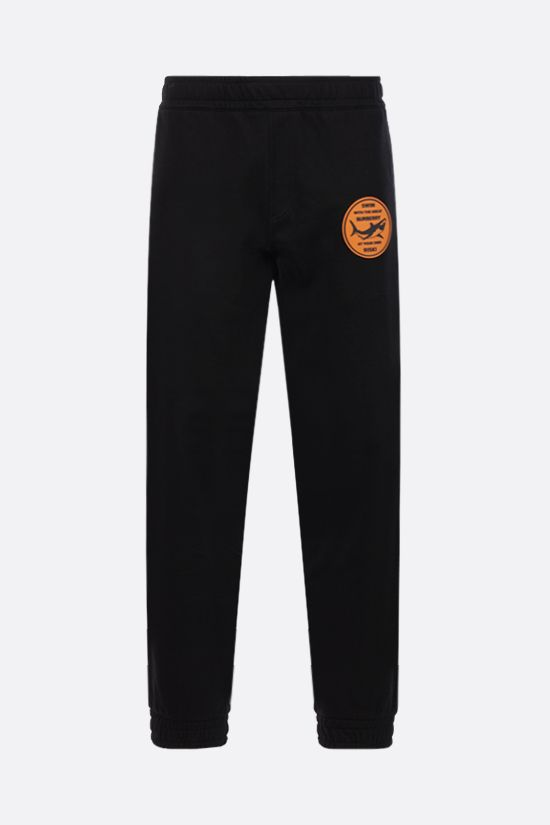 BURBERRY: pantalone jogging in cotone con patch Shark Colore Nero_1