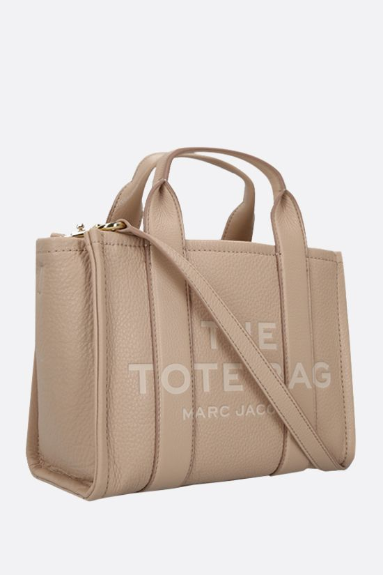 MARC JACOBS: The Traveler mini grainy leather tote bag Color Neutral_2