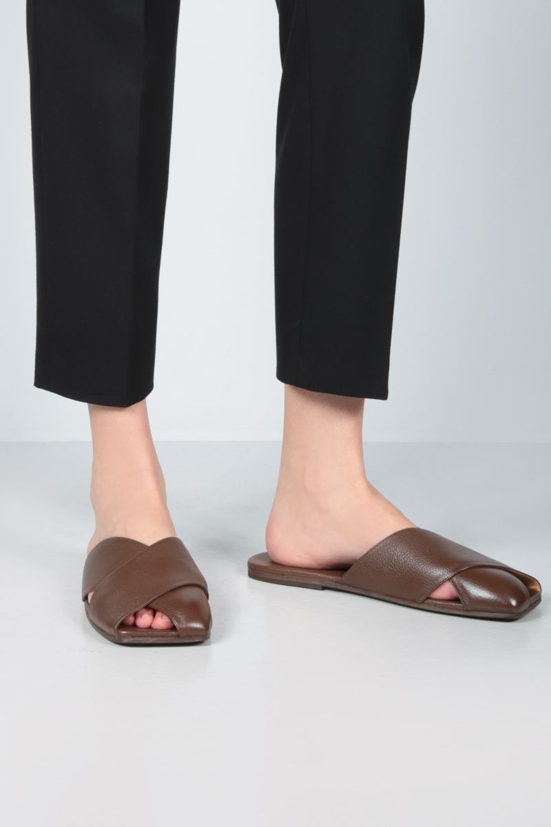 MARSELL: Spatola grainy leather slide sandals Color Brown_2