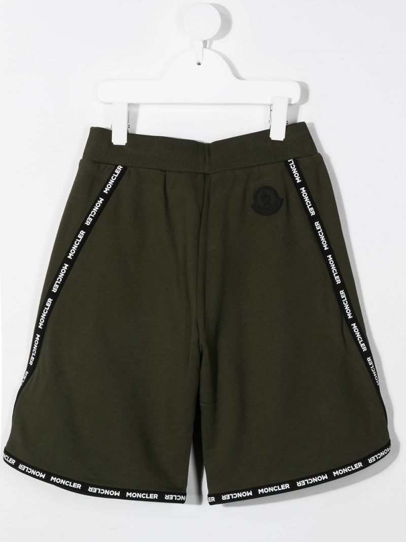 MONCLER KIDS: logoed trim-detailed cotton shorts Color Green_2