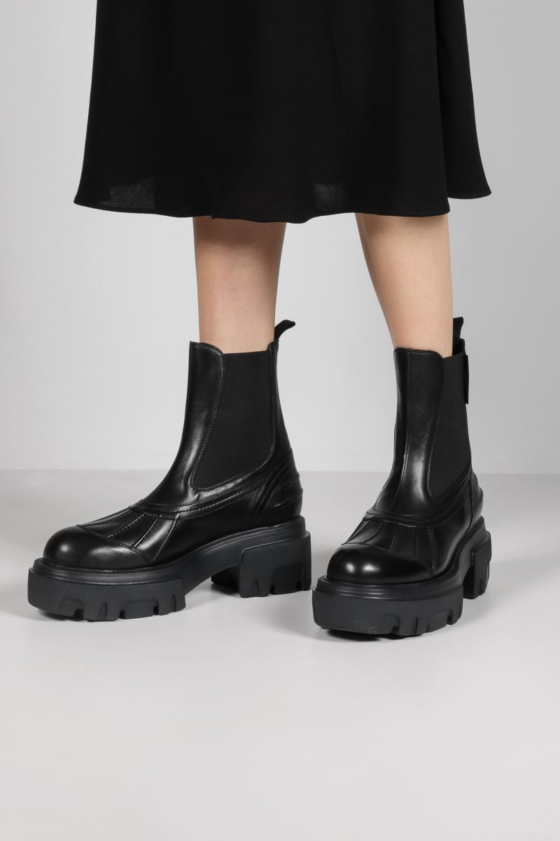 MSGM: smooth leather chelsea boots Color Black_2