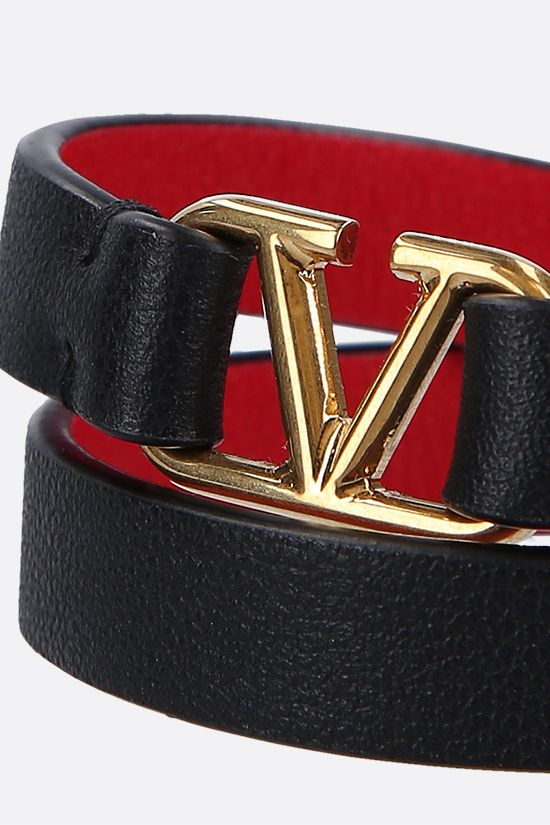 VALENTINO GARAVANI: VLOGO smooth leather double-wrap bracelet Color Black_2