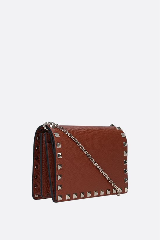VALENTINO GARAVANI: Rockstud chain grainy leather clutch Color Brown_2