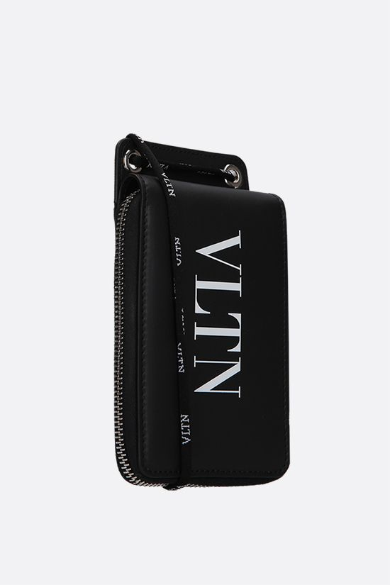 VALENTINO GARAVANI: VLTN smooth leather neck wallet Color Black_2