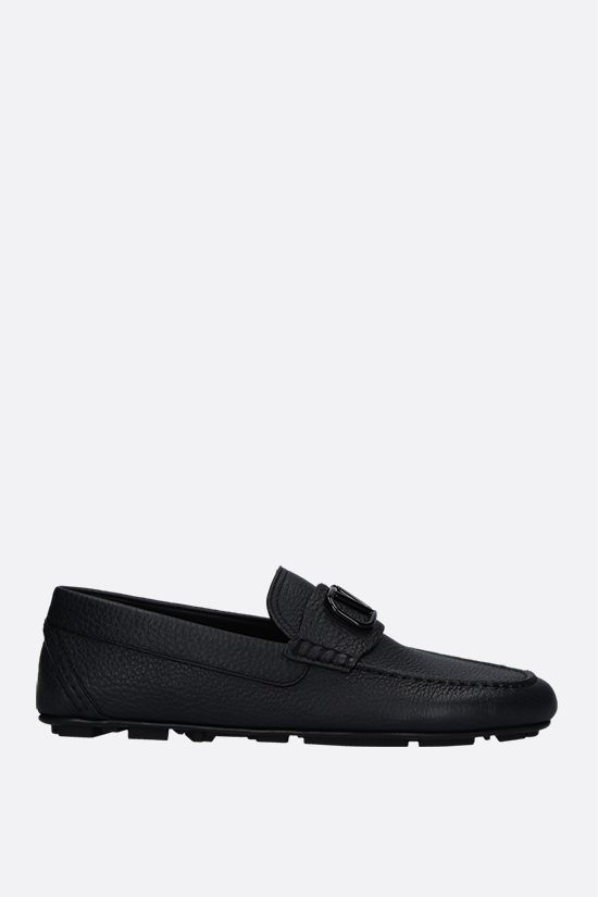 VALENTINO GARAVANI: VLOGO grainy leather driving shoes Color Black_1