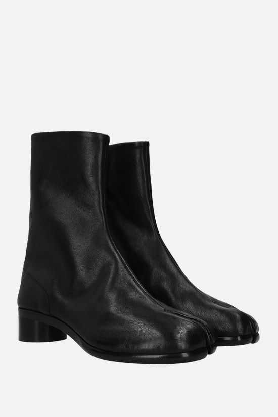 MAISON MARGIELA: Tabi grained leather ankle boots Color Black_2