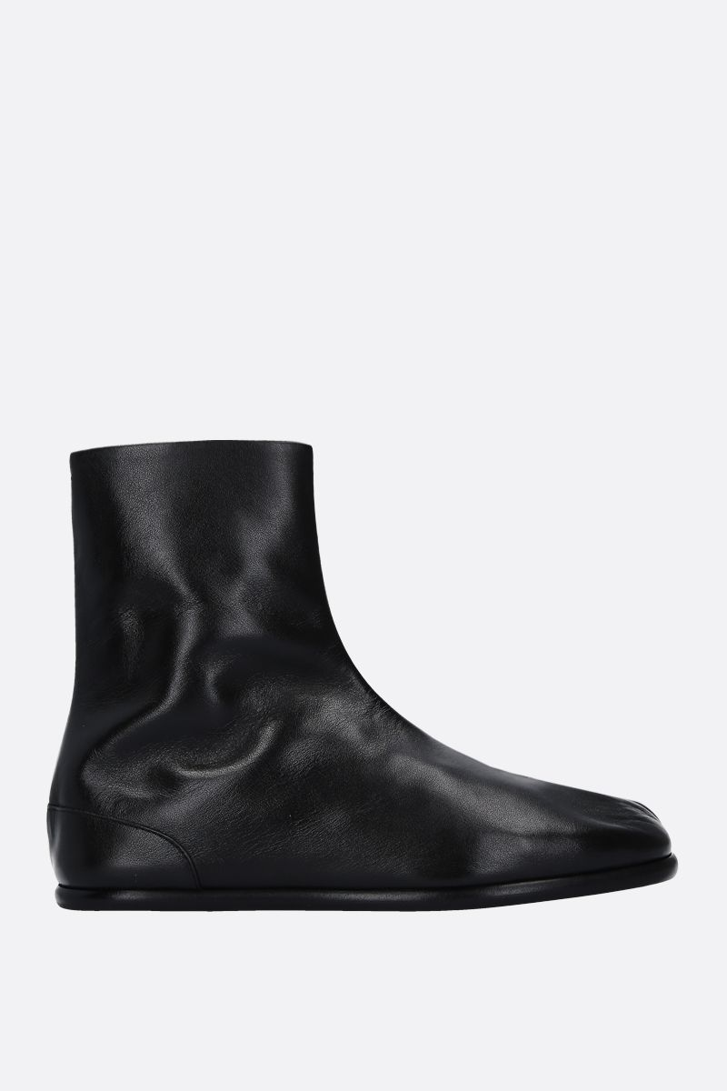 MAISON MARGIELA: Tabi ankle boots in smooth leather Color Black_1