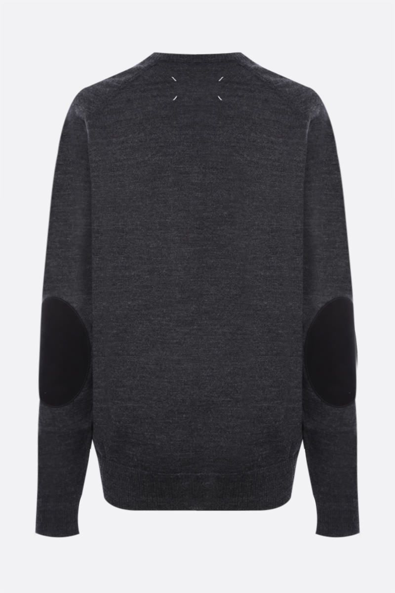 MAISON MARGIELA: pullover oversize in lana con patch Colore Grey_2