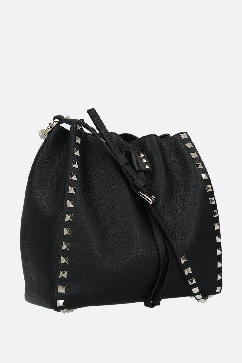 VALENTINO GARAVANI: Rockstud small grainy leather bucket bag Color Black_2