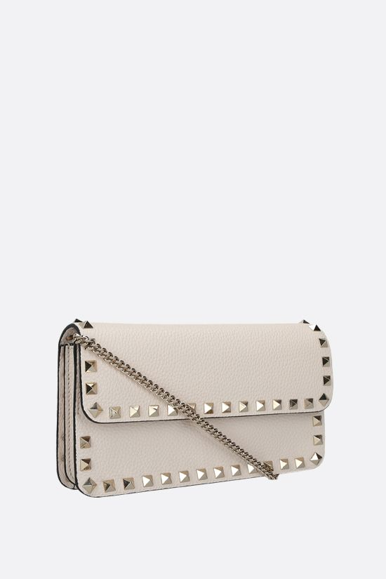 VALENTINO GARAVANI: Rockstud grainy leather chain wallet Color Neutral_2