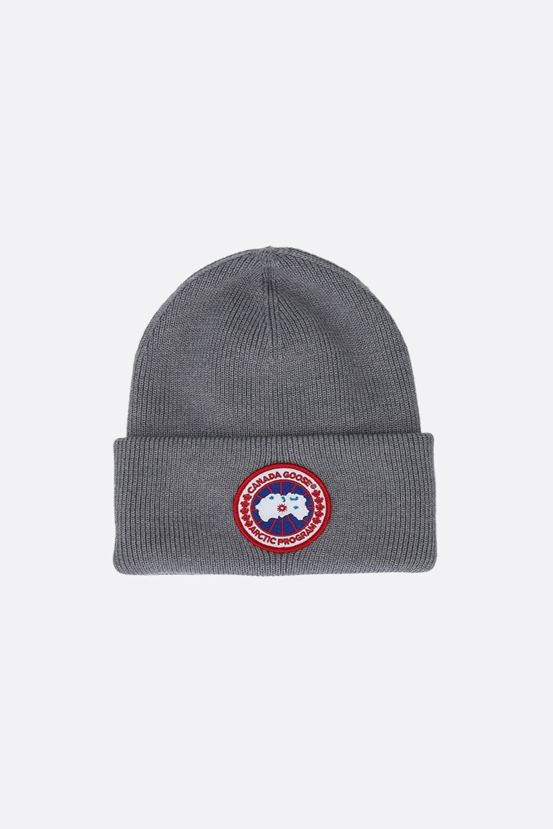 CANADA GOOSE: logo badge-detailed wool beanie Color Grey_1