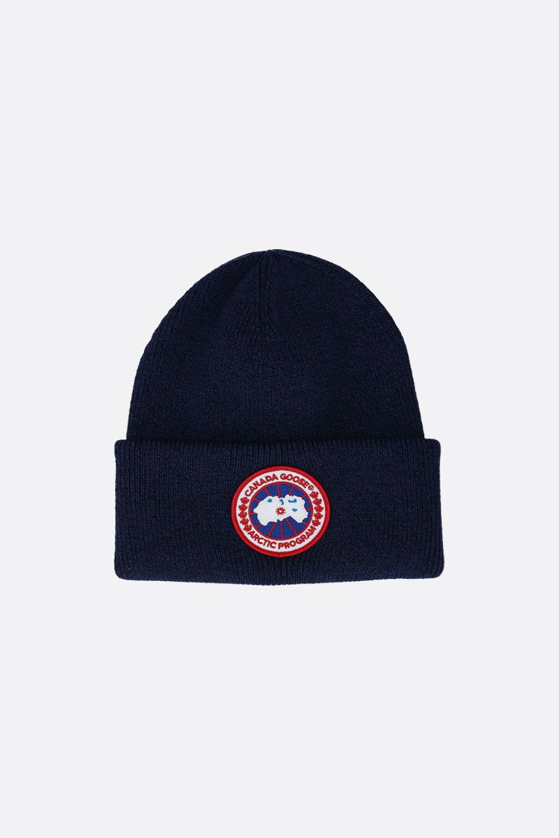 CANADA GOOSE: logo badge-detailed wool beanie Color Blue_1