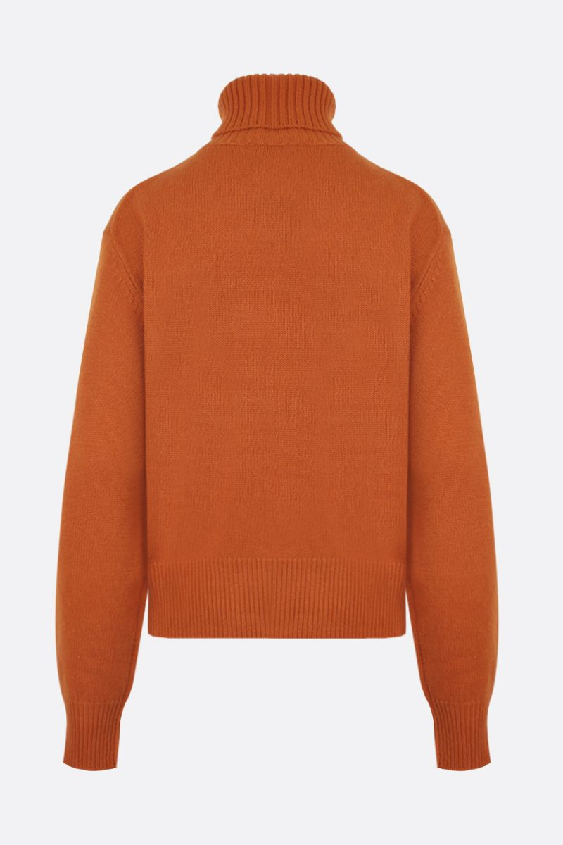 CHLOÈ: C embroidered cashmere turtleneck Color Orange_2