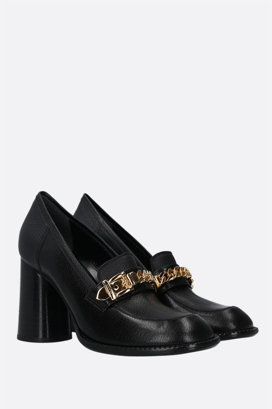 GUCCI: Sylvie chain-detailed textured leather loafers Color Black_2