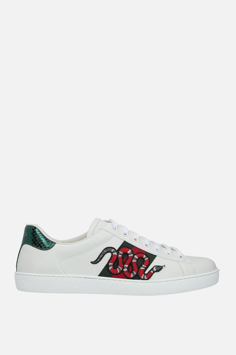 GUCCI: sneaker Ace in pelle liscia con patch Kingsnake Colore Bianco_1