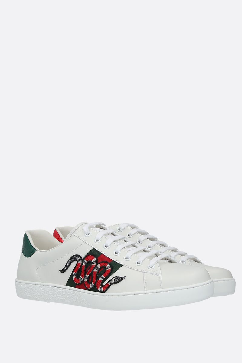 GUCCI: sneaker Ace in pelle liscia con patch Kingsnake Colore Bianco_2