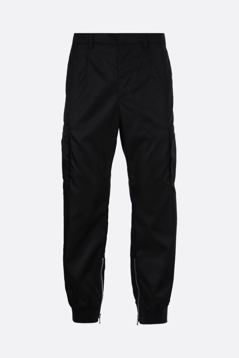 PRADA: pantalone cargo in re-nylon con logo Colore Nero_1