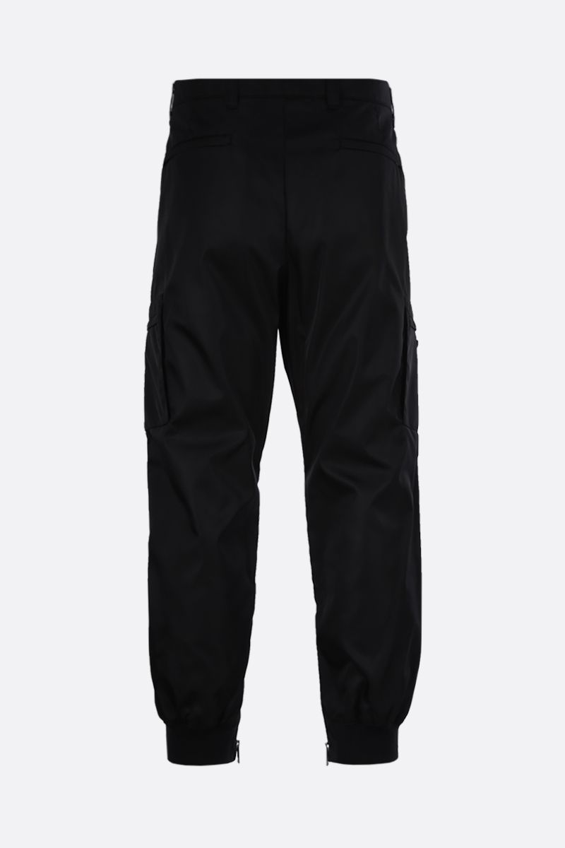 PRADA: pantalone cargo in re-nylon con logo Colore Nero_2