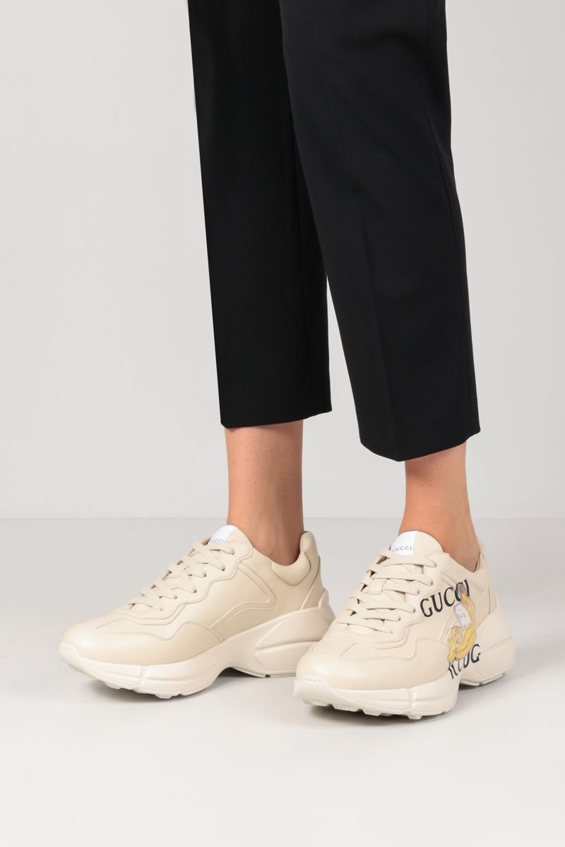 GUCCI: Bananya Rhyton sneakers in Demetra faux leather Color White_2