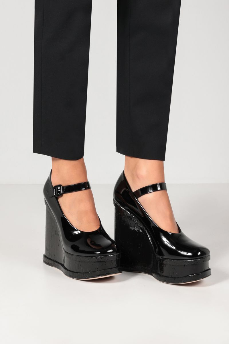 HAUS OF HONEY: Lacquer Doll patent leather wedge pumps Color Black_2