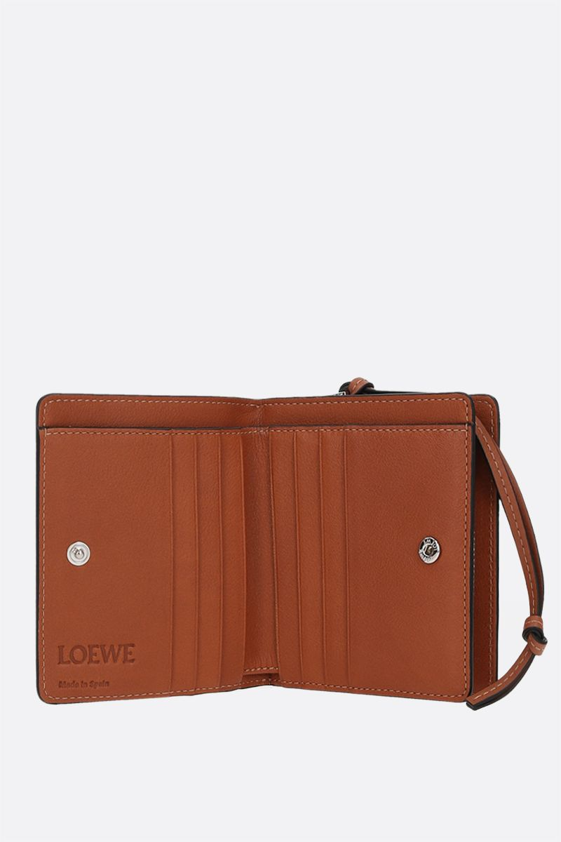 LOEWE: Brand compact wallet in Classic leather Color Brown_2