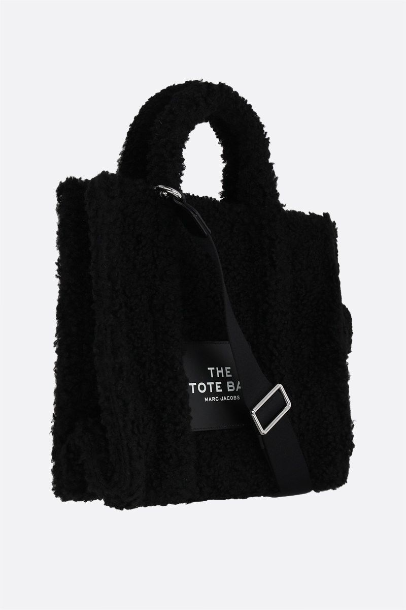 MARC JACOBS: The Teddy small faux shearling tote bag Color Black_2