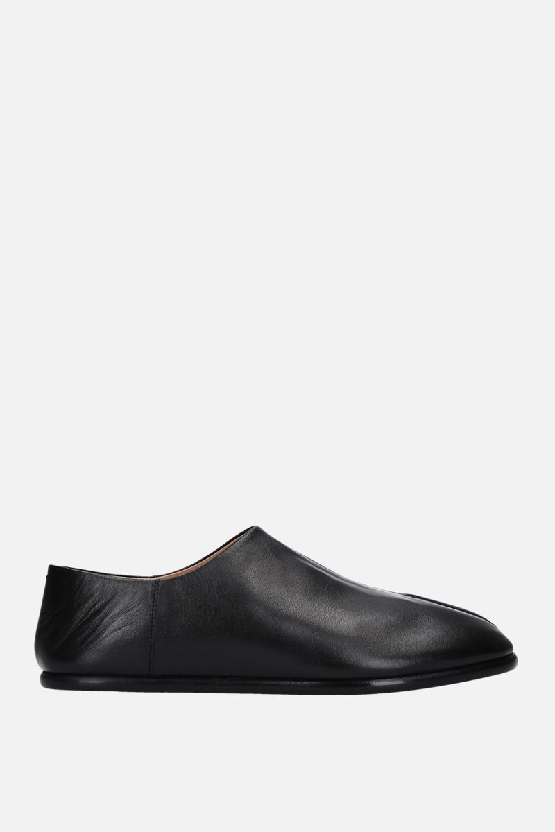 MAISON MARGIELA: Tabi slippers in smooth leather Color Black_1