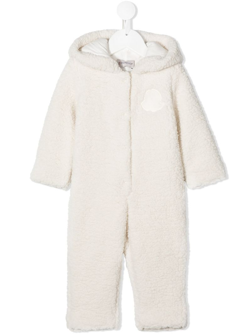 MONCLER KIDS: logo patch faux shearling playsuit Color White_1