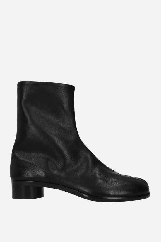 MAISON MARGIELA: Tabi grained leather ankle boots Color Black_1