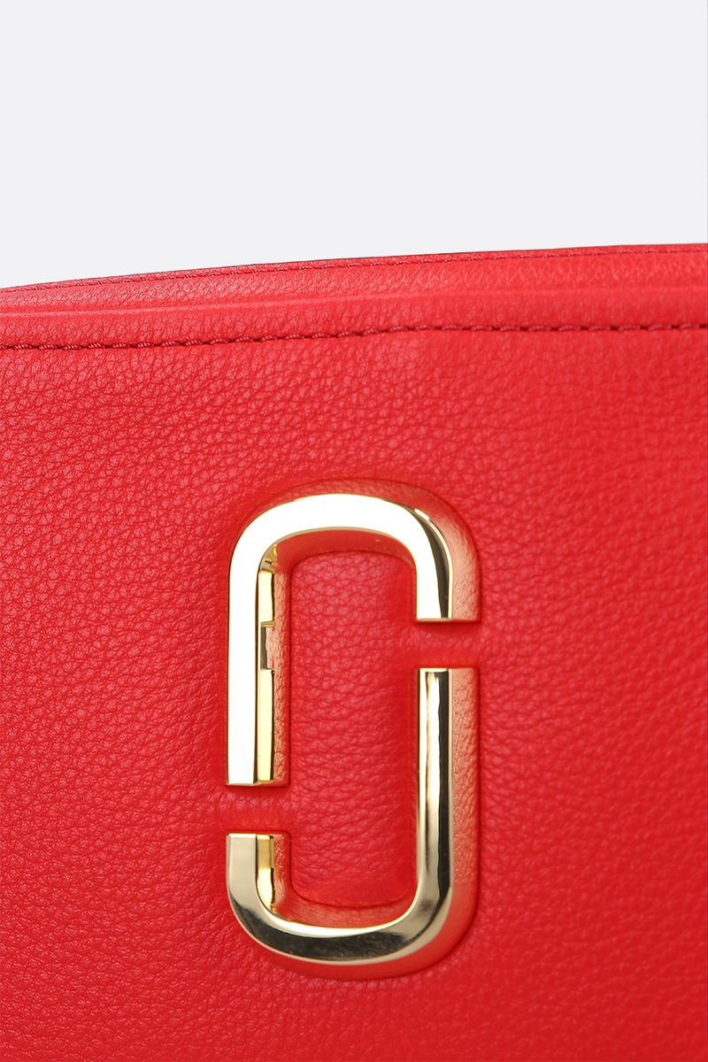 MARC JACOBS: The Softshot 21 crossbody bag in grainy leather_4